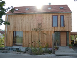 Modernes holzhaus holzbau heckenlaible for Modernes holzhaus bauen